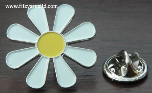 Hippy Daisy Lapel Pin Badge Flower Power Peace Symbol
